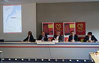 Von links nach rechts: Ulf Christen von den Kieler Nachrichten, ASB-Landesgeschäftsführer Heribert Röhrig, ASB-Landesvorsitzender Thomas Elvers, Dr. Jan-Thorsten Gräsner vom UKSH und Regierungssprecher Carsten Maltzan.